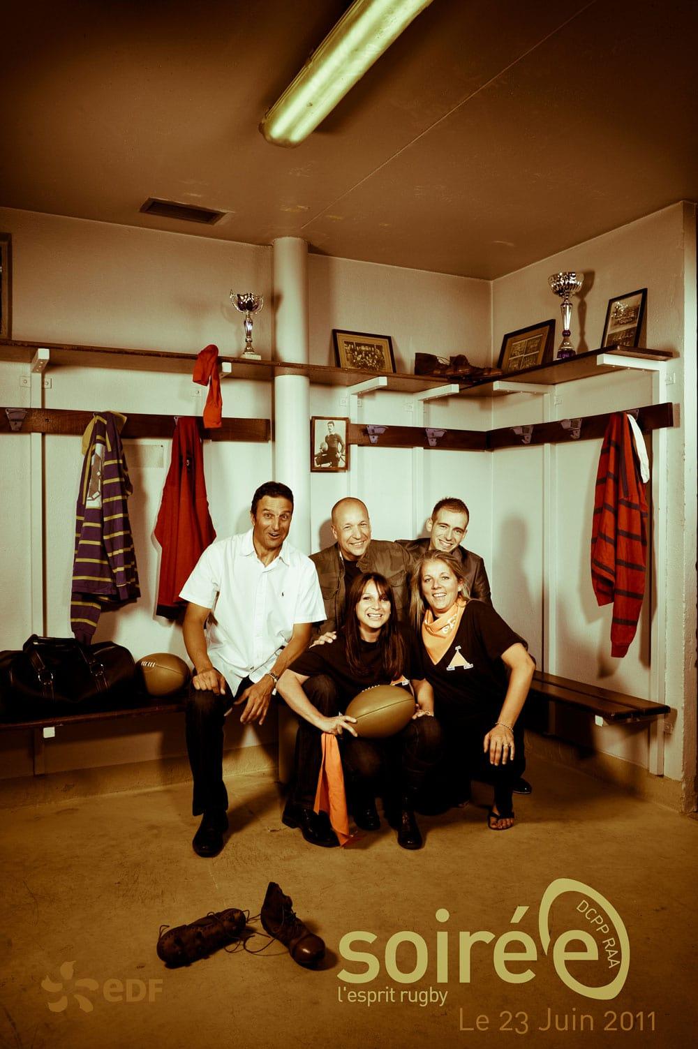Photo de groupe avec une décoration vintage sportive
