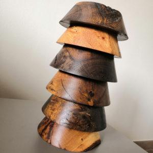 socles en bois l'un par dessus l'autre