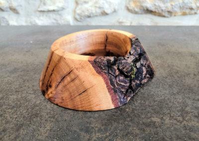 Finition du support bois avec de l'écorce.