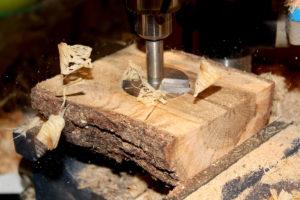 Préparation du chêne (le Mortaisage) avant de le mettre sur le tour pour fabriquer le support ballon rugby bois