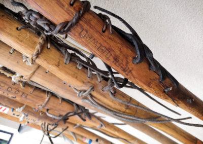 Vue macro sur le bois d'une ancienne crosse de Lacrosse