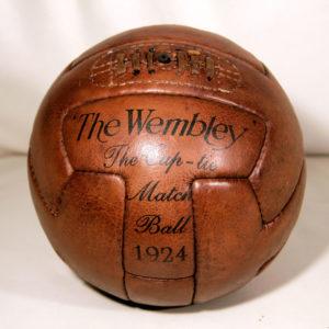 une photo carrée du ballon de foot wembley 12 panneaux