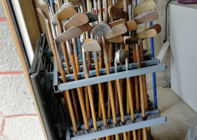 Stock de nombreux clubs de golf vintage