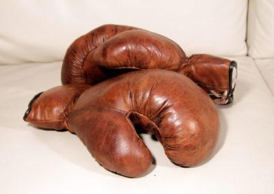 Magnifique paire d'anciens gants de boxe