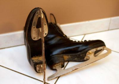 Dessous d'un patin à glace ancien