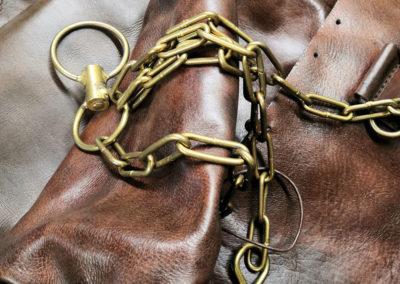 Ancien sac de frappe de boxe avec ses chaines en laiton