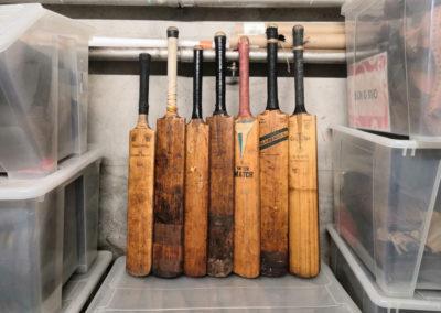 7 battes de cricket en réception à l'atelier