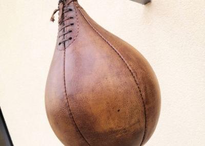 Un cuir ancien sur une poire de boxe ancienne