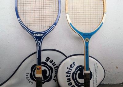 2 anciennes raquettes de tennis vintage en bois de marque Gauthier