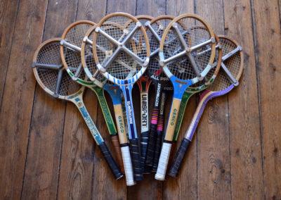Lot de raquettes de tennis anciennes avec leur cadre en alu