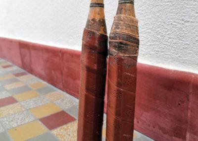 Manche grip ancien sur des raquettes de badminton vintage