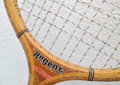 Logo Marque Regent d'une ancienne raquette de badminton