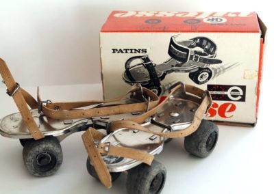 Paire de patins à roulette vintage avec sa boite en carton