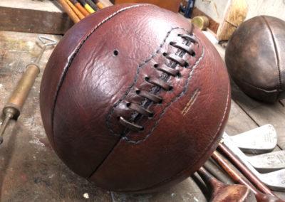 Le ballon de basket est posé sur notre atelier