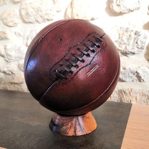 photo carré d'un vieux ballon de basket