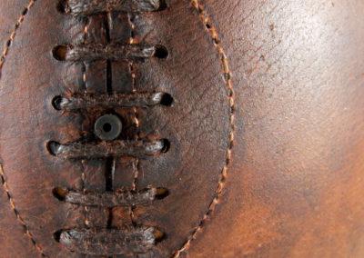 Vue macro du laçage du ballon en cuir pour la déco