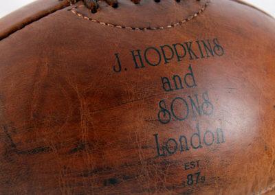 Marquage secondaire présent sur le ballon de rugby vintage