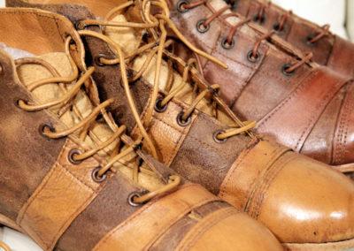 vue macro sur le lacet en cuir de la chaussure de foot vintage
