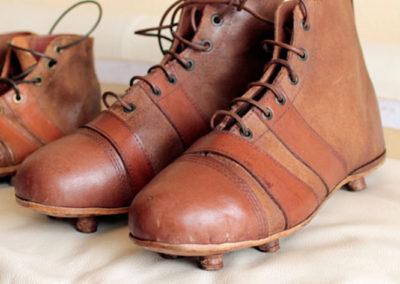 Ancienne paire de chaussure de foot taille adulte