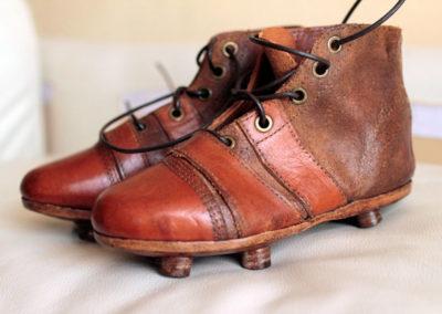 Ancienne paire de chaussure foot our rugby pour les enfants