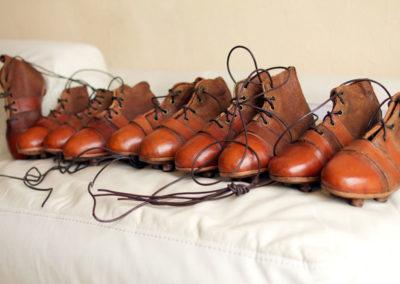Lot de plusieurs chaussures de foot pour enfant