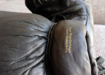 Logo sur gants de boxe vintage john Woodbridge