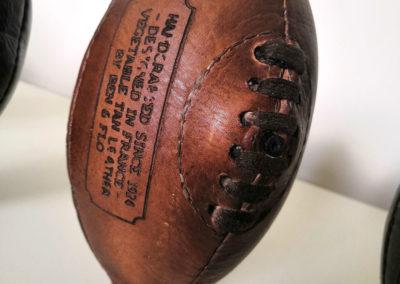Logo en et Flo sur ballon de rugby vintage