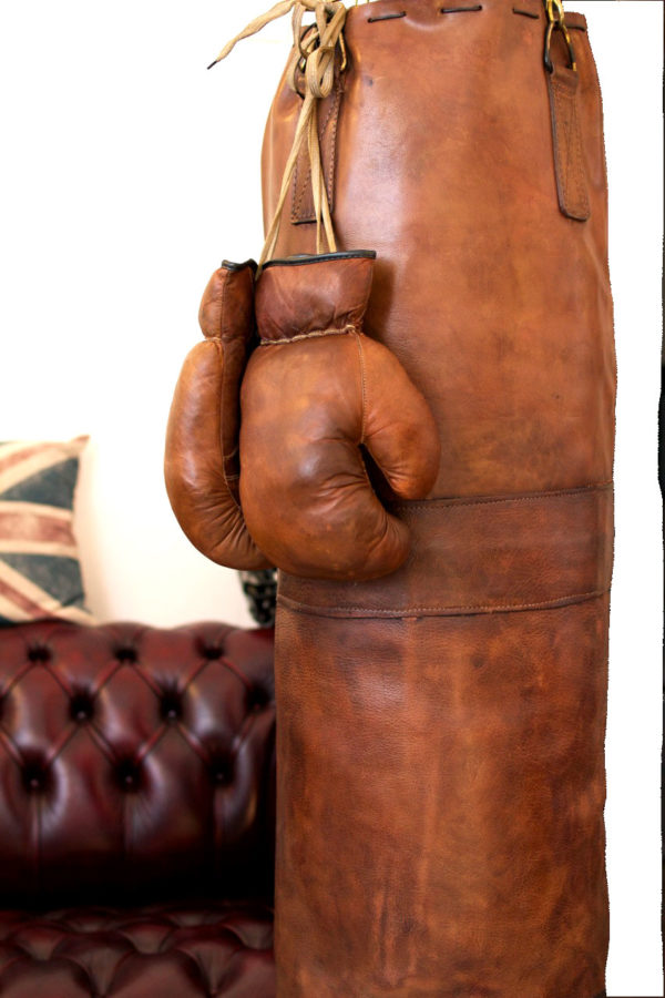 Sac de frappe en cuir avec ses gants marrons