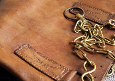 Chaine en laiton d'un sac de frappe en cuir