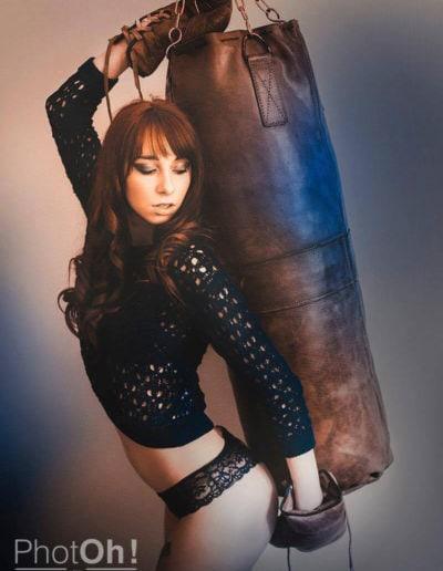 Photo sexy d'une femme manequin en lingerie pour la boxe