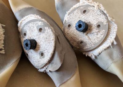 Vue sur les valves de chambre à air pour ballon de rugby