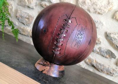 Ballon de basket sur son meuble
