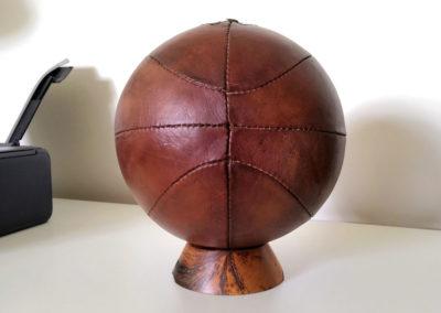 Les coutures d'un ancien ballon de basket
